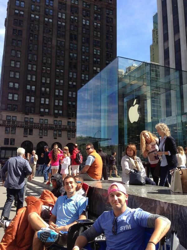 iphone_5s_fifth_avenue_launch_line