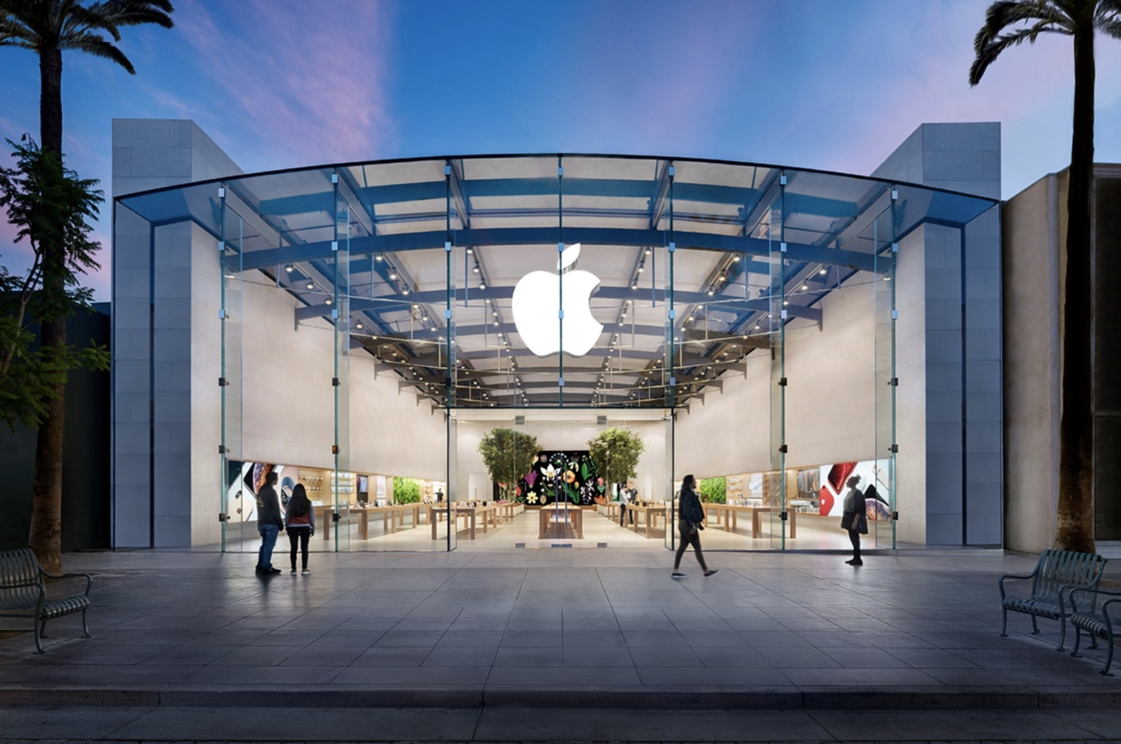 Apple Store Employee on Leave in Santa Monica Contracts COVID-19