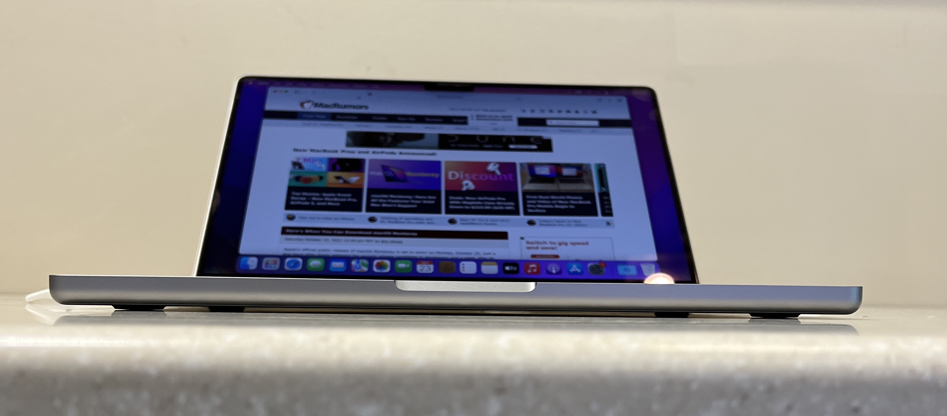 14 inch macbook pro legs
