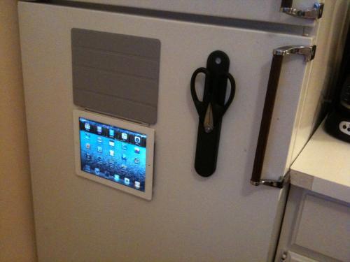 151652 image 500 liPad 2 avec smart cover, bloc note de frigo