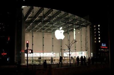 095229 uws apple store 1 500