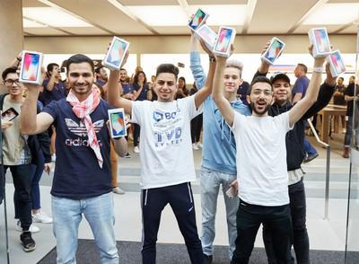 iphonex launch georgestreet sydney entrance purchase 20171102
