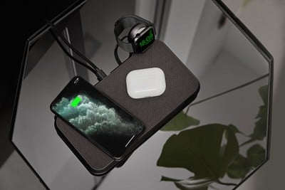 ZENS Liberty 16 Coils Wireless Charger with Apple Watch USB stick Lifestyle Image