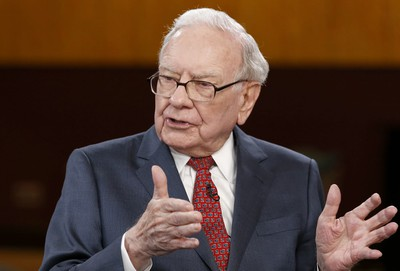 Warren Buffett's Stake in Apple Approaching a Quarter of Berkshire ...