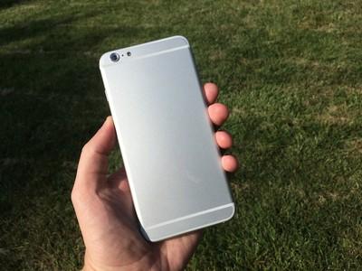 iphone_6_55_mockup_hand