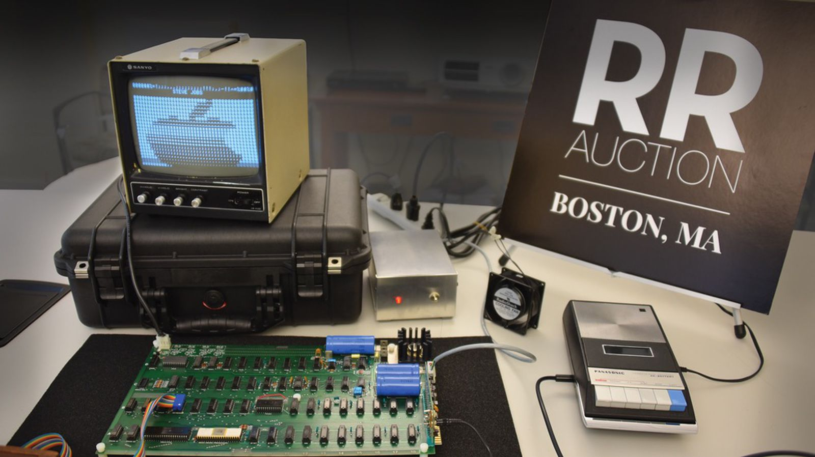 photo of Functional Apple-1 With Original Box Signed by Steve Wozniak Goes to Auction image