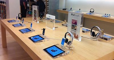 white black ipod touch apple retail store