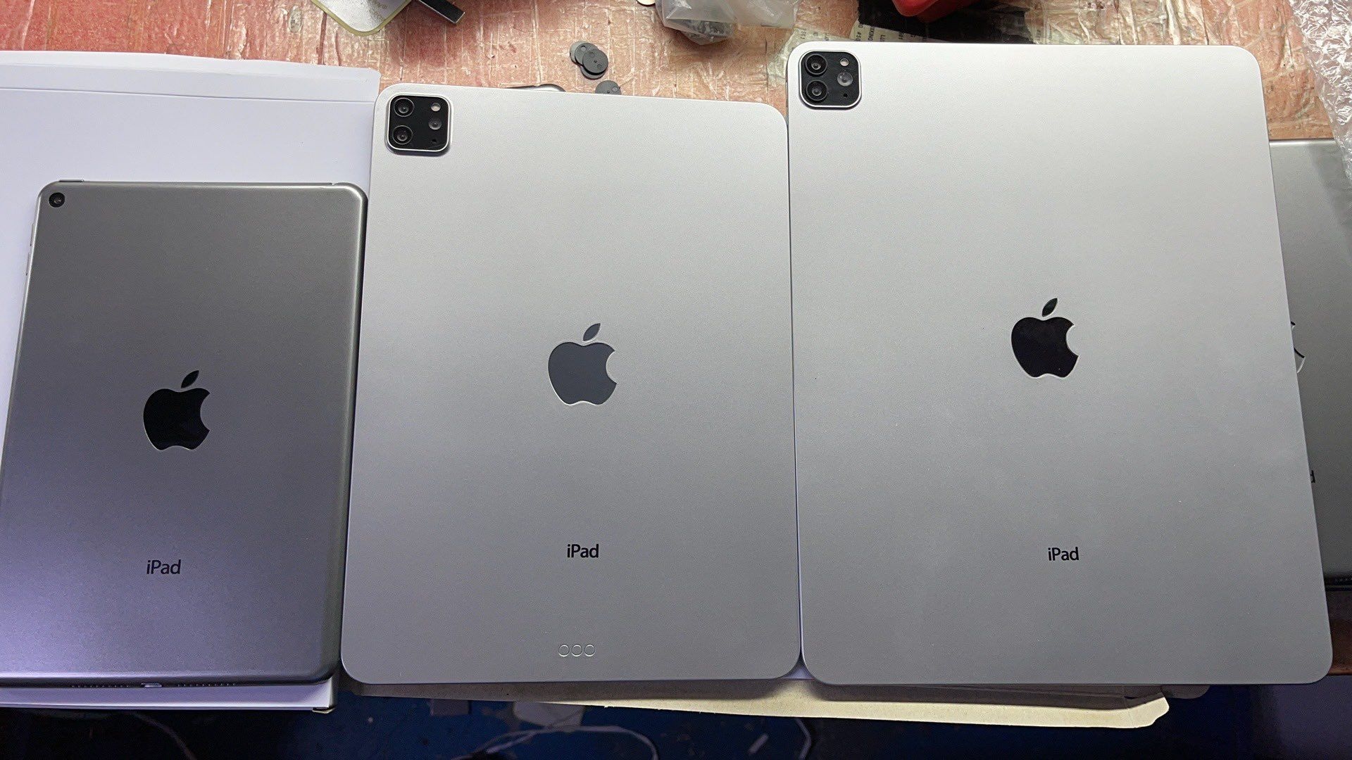 photo of Leaked Dummy Units Show iPad Mini 6 With Thick Bezels and Home Button, New iPad Pro Models image