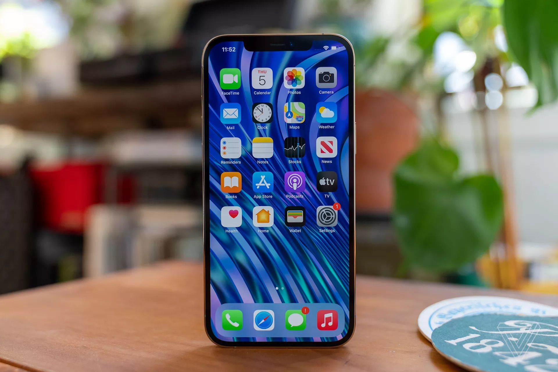 iPhone 12 Pro Max Reviews: 'The Best Smartphone Camera' You Can Get But 6.7-Inch Display Isn't for… – MacRumors