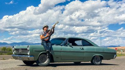 classic_car_guitarist_iphone_7_2