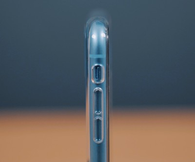 iphone xr clear case side