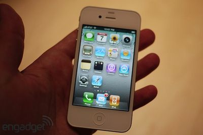 123527 engadget white iphone 4
