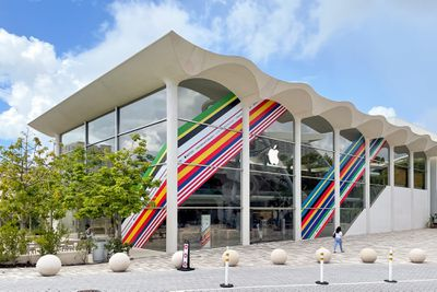 apple stores international colors