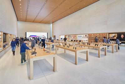 Seoul Apple Garosugil store 2
