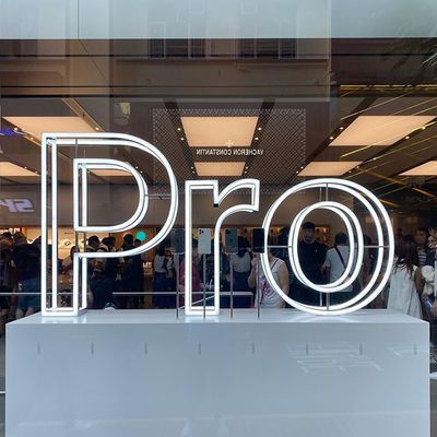 apple store iphone 11 pro sign
