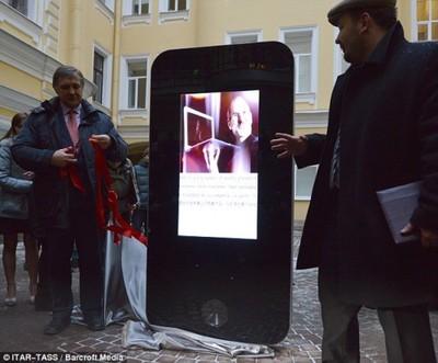 jobs russia iphone sculpture
