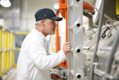 amf earplugs worker