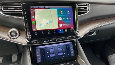 2022 wagoneer carplay dashboard