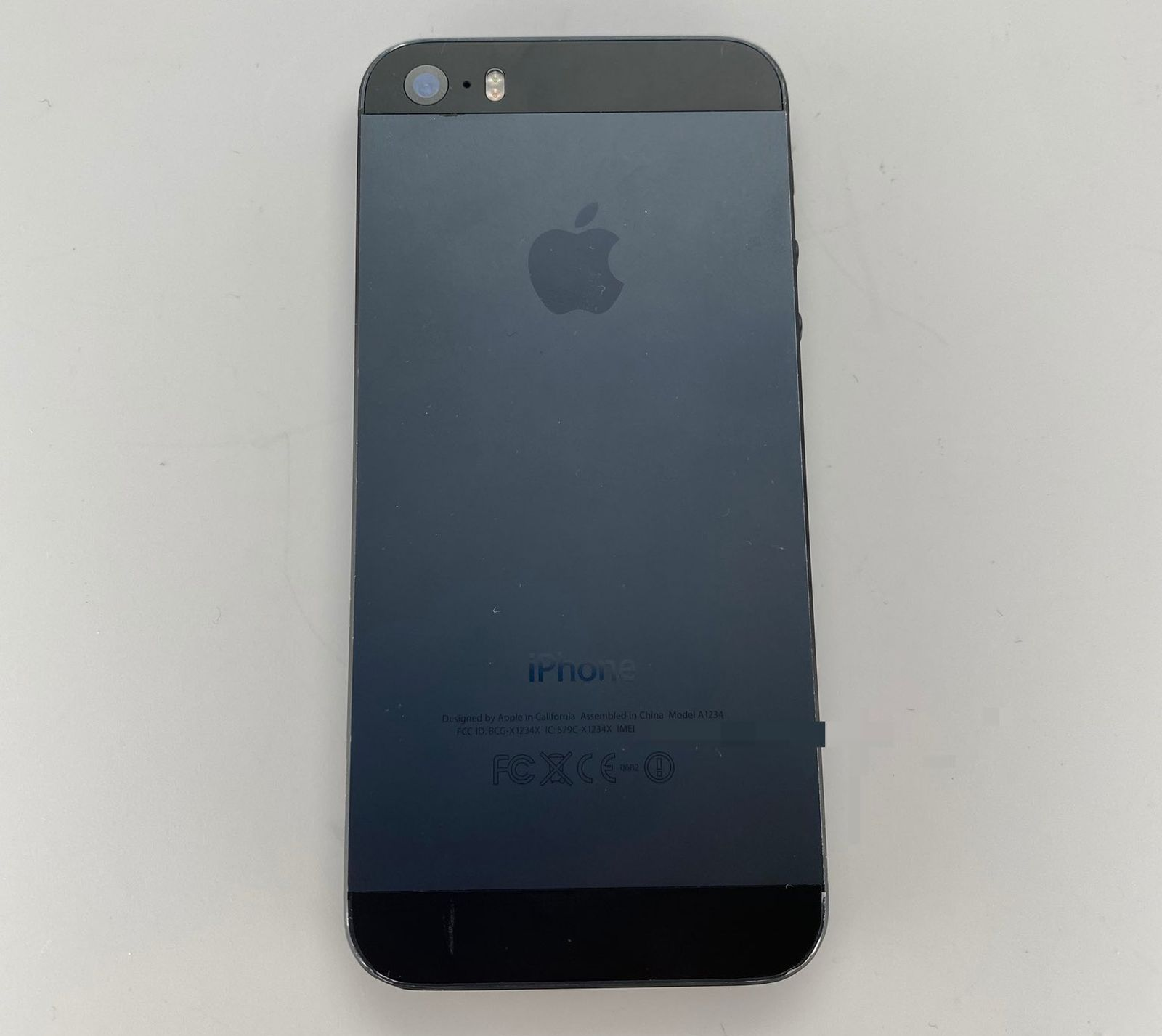 photo of Images of Unreleased iPhone 5s in Black and Slate Shared Online image