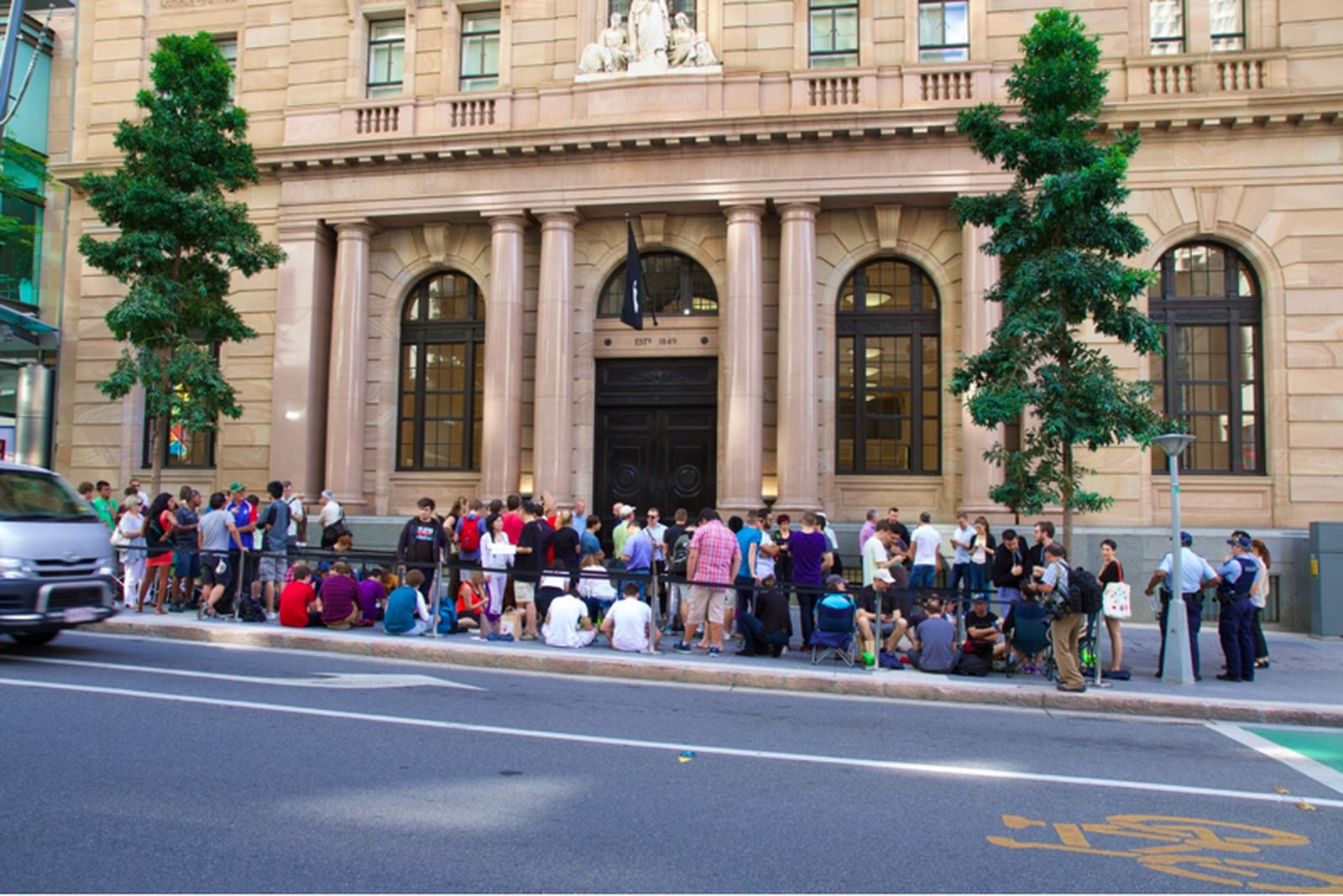 Apple Opens the Doors at its MacArthur Chambers Store in ...