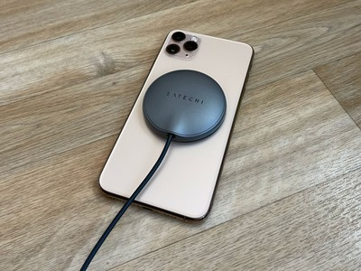 satechi iphone 11 pro max sticker charger