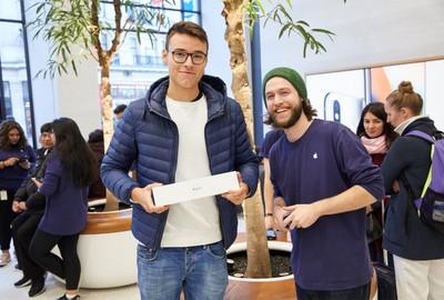 watchs3 launch regentstreet london 2017 customer employees