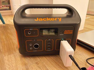 jackery e500 charging macbook