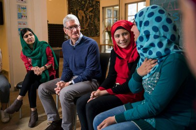 Tim Cook visits students Beirut Lebanon 01212018