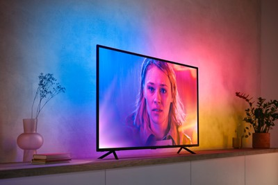 New Philips Hue LED strip, color in sync with TV content""
