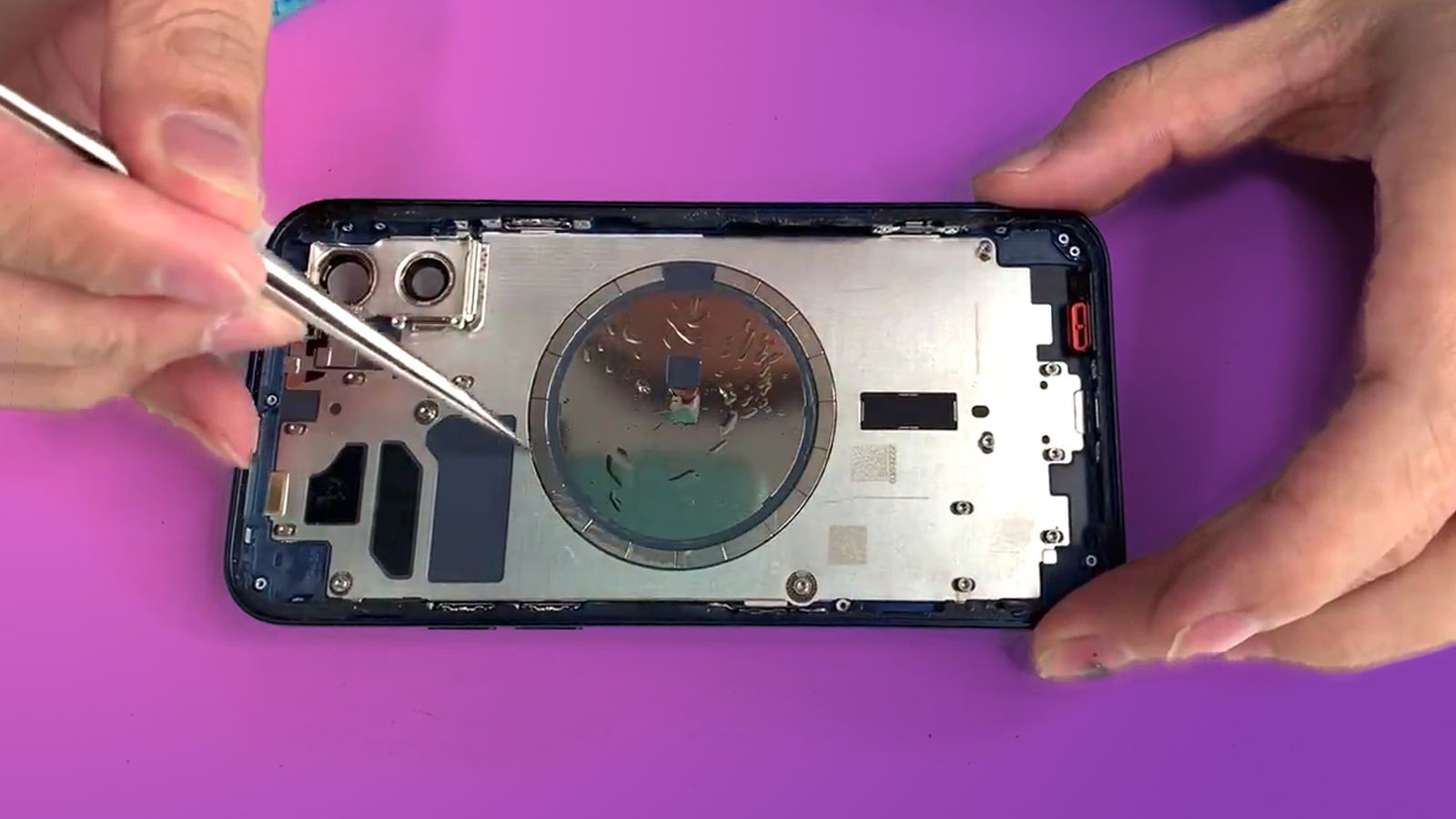 Early iPhone 12 Teardown Features Smaller Taptic Engine Magnet Ring and L-Shaped Logic Board – MacRumors