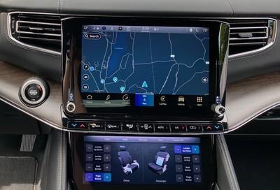 2022 wagoneer dual screens