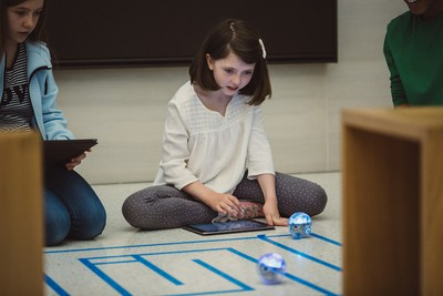 swift playgrounds children playing robots